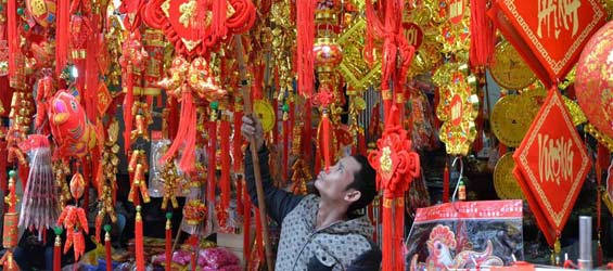 People prepare for upcoming lunar New Year in Hanoi