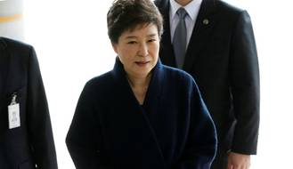 S. Korean prosecutors to seek arrest warrant for ex-president Park